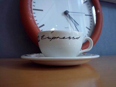 Dora wachten met koffiedrinken klein