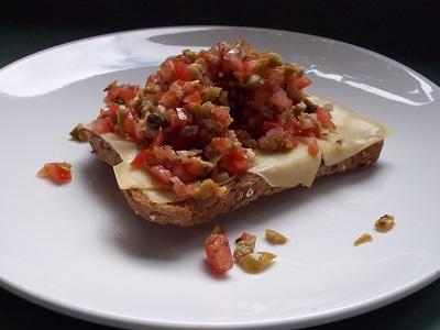 Dora salsa op kaastoast klein