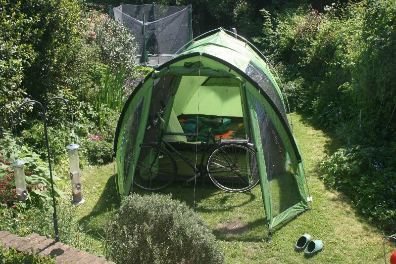 Dora tent in tuin