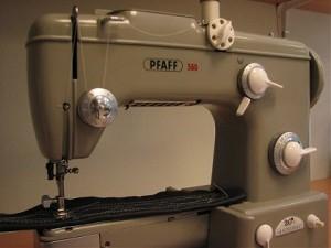 Dora Pfaff-naaimachine klein