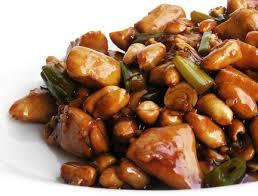 saus met sojasaus boontjes en pinda's