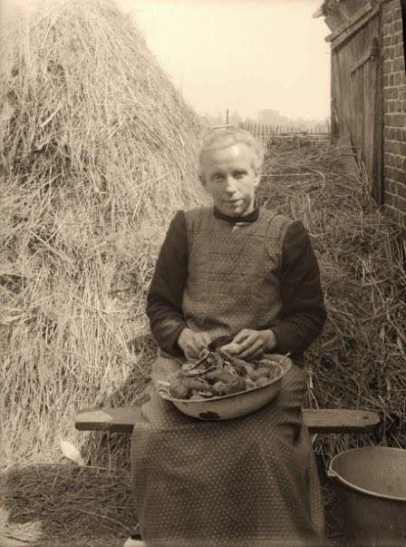 1925-aardappel-schillen
