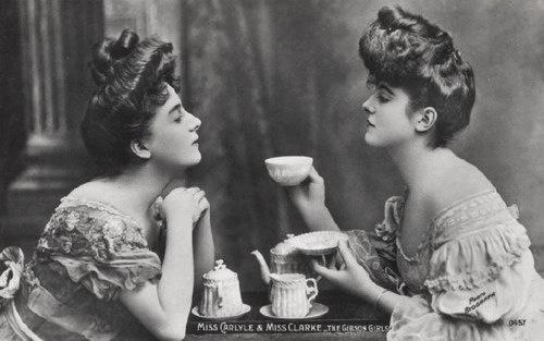 dora-thee-drinken